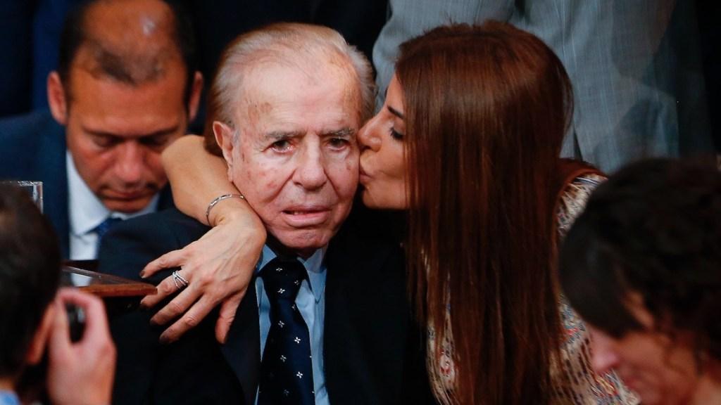 Imputan a tres enfermeros por robar anillo del expresidente argentino Carlos Menem - Foto de EFE