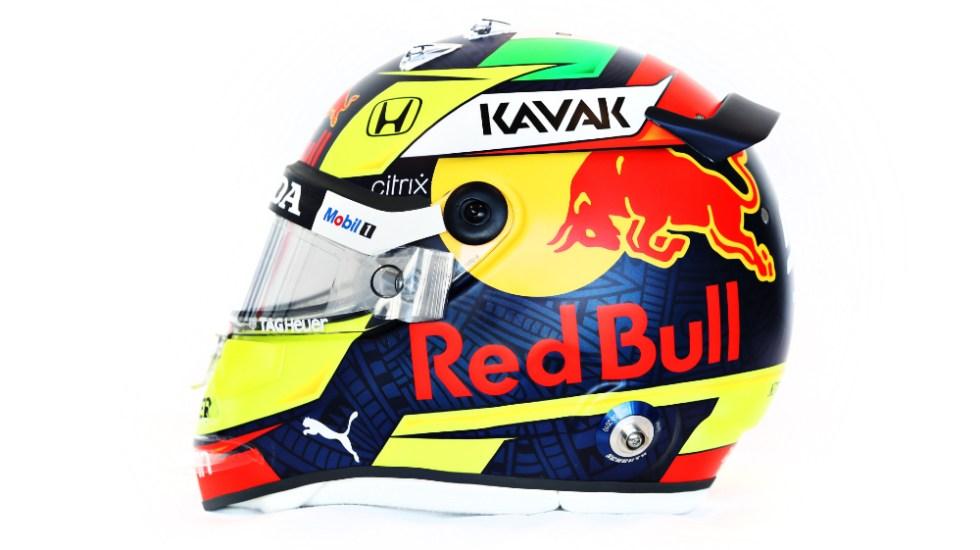 Presenta 'Checo' Pérez su nuevo casco para la temporada 2021 de F1 - Foto de @SChecoPerez