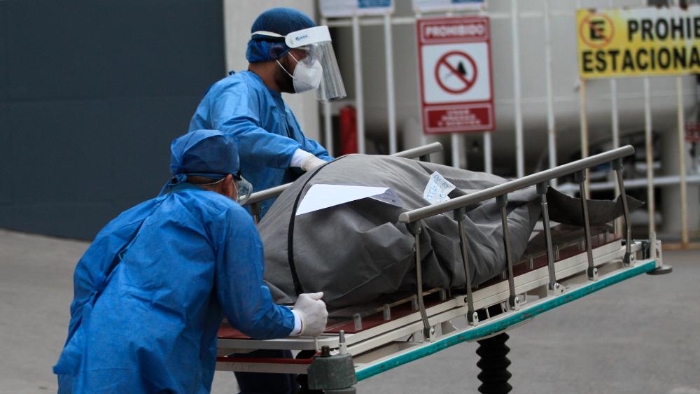 En las últimas 24 horas México registró 8 mil 462 casos nuevos y 877 muertes por COVID-19 - Foto de EFE