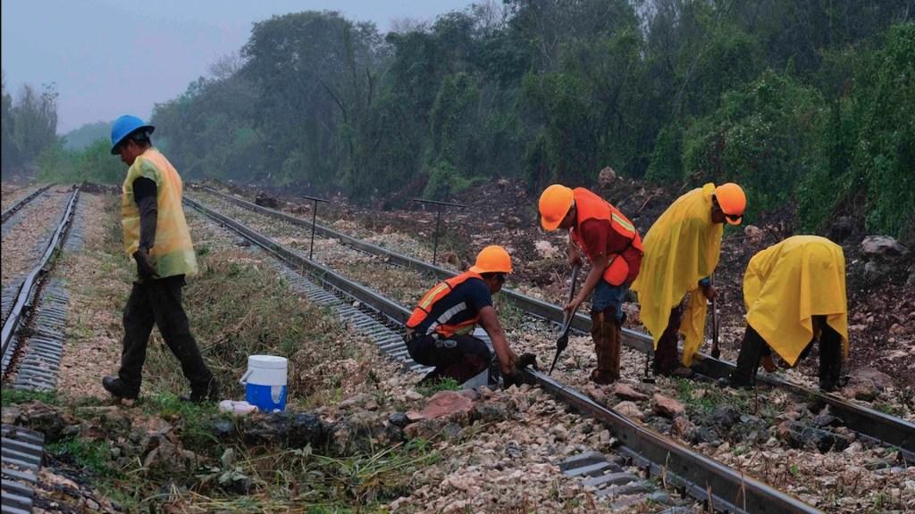 Critica SCT tareas de Fuerzas Armadas en dependencia; pide que ingenieros civiles y no militares dirijan obras - Construcción de vía para el Tren Maya. Foto de EFE