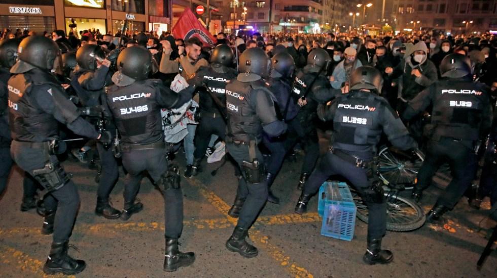 Tercera noche de disturbios en España por encarcelamiento del rapero Pablo Hasel - Foto de EFE