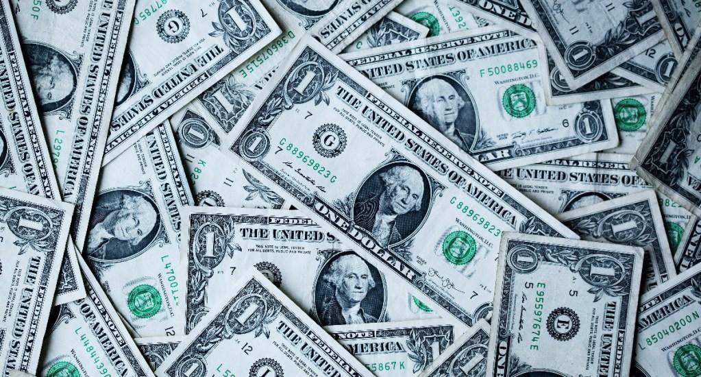 Remesas en México marcan nuevo récord: suben 24.76 % entre enero y agosto - dólares gasto reservas internacionales inversión Banxico remesas