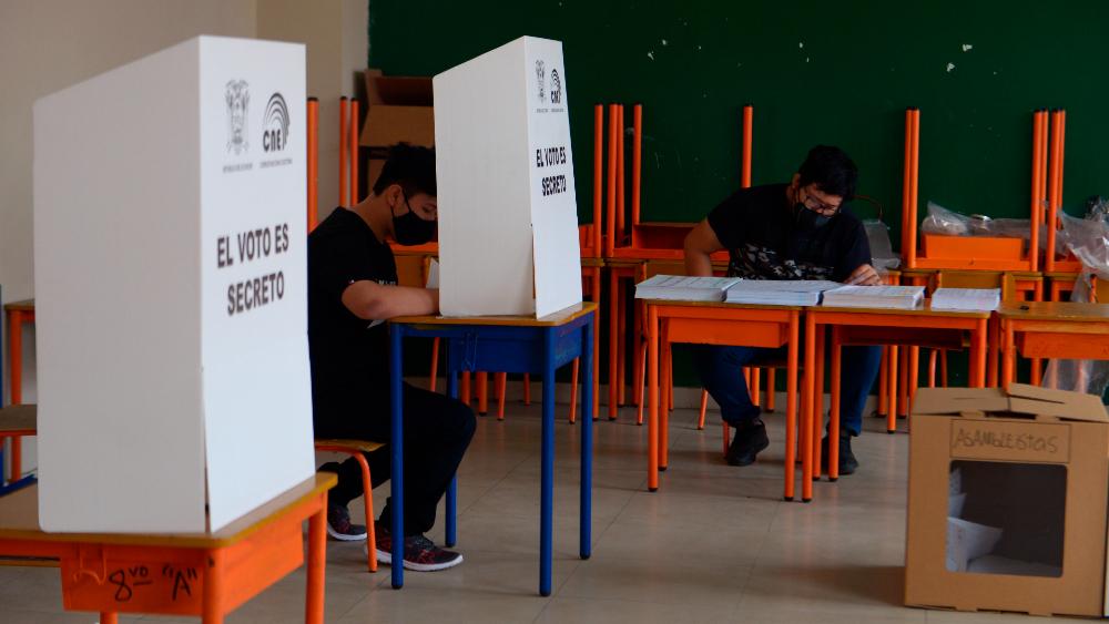 Superdomingo electoral: Chile, Perú y Ecuador van a las urnas el 11 de abril - Foto de efe