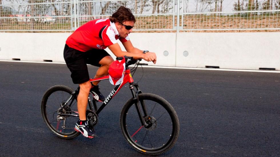 Fernando Alonso, operado de fractura de mandíbula, seguirá en observación 48 horas - Foto de EFE