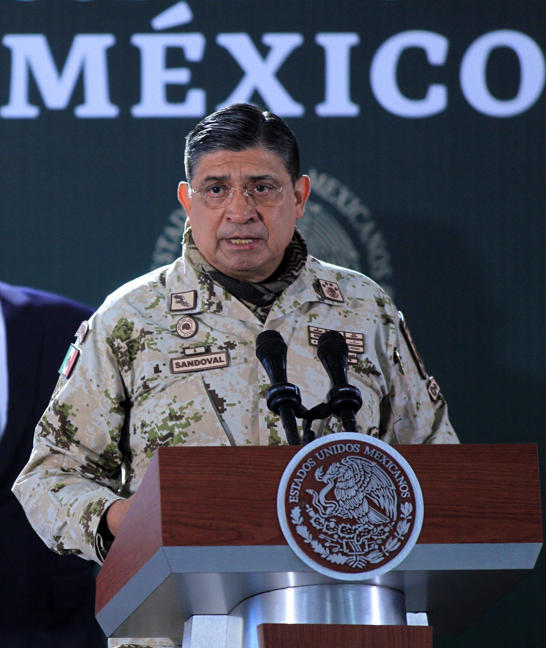 Fotografía de archivo fechada el 10 de enero de 2020, del ministro mexicano de Defensa, Luis Cresencio Sandoval, durante un acto protocolario en Ciudad Juárez, Chihuahua. Foto de EFE/  Luis Torres/ Archivo.