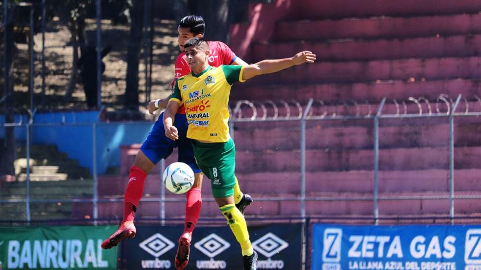 Los mexicanos Landín y Domínguez son campeones en Guatemala con Guastatoya - Guastatoya vs Municipal. Foto de @Rojos_Municipal