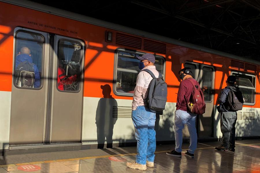 LAURA GARZA Metro y su vida