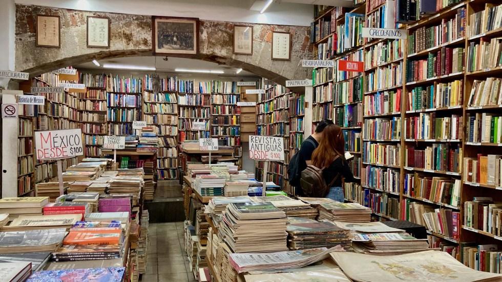 """Industria Editorial pide reapertura de librerías; """"la gente tiene hambre de lectura"""", afirma - Libería de viejo en la Ciudad de México. Foto de Tomas Martinez / Unsplash"""