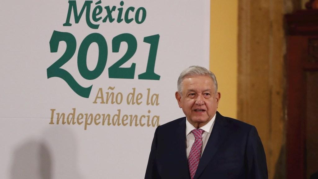 López Obrador reaparece en público tras contagio por COVID-19 - Foto de EFE/José Méndez.