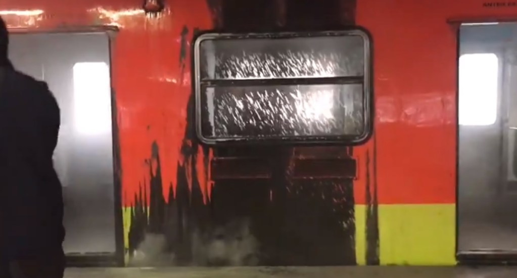 #Video Se incendia tren en la estación Indios Verdes del Metro; no hay lesionados - Captura de pantalla