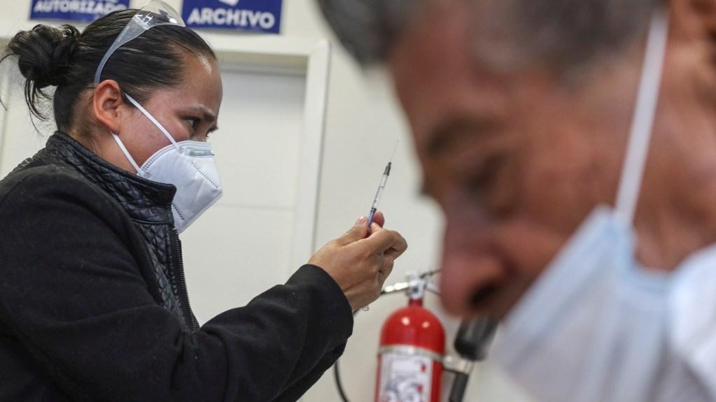 Médicos de hospitales privados se sienten olvidados en el avance de la vacunación en México - Foto de Archivo EFE/Luis Ramírez.