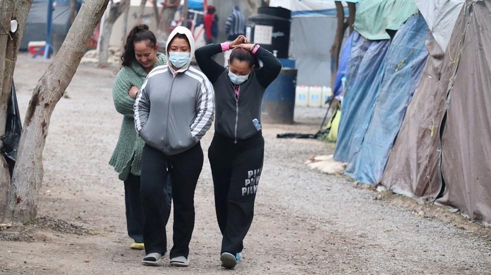 Migrantes varados en Matamoros recuperan ilusión con orden de Biden de reabrir sus casos de asilo en EE.UU. - Migrantes centroamericanos permanecen en campamento ubicado a orillas del río Bravo, en Matamoros, Tamaulipas. Foto de EFE/Abraham Pineda-Jacome