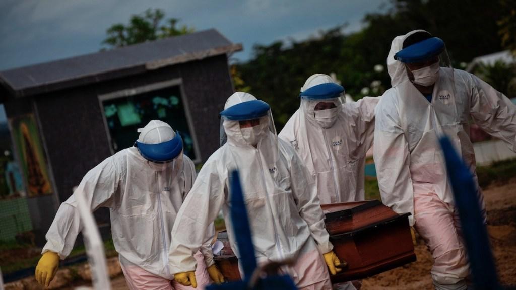 Por tercer día consecutivo, Brasil reporta más de mil 200 muertes por COVID-19 - Foto de EFE