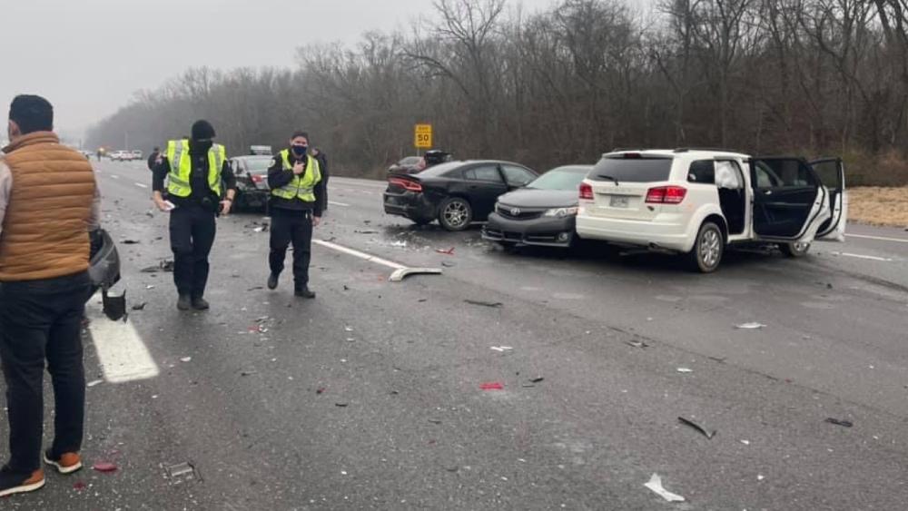 Accidente carretero en EE.UU. deja como saldo 18 vehículos involucrados y una docena de heridos - Foto de @NickelleReports