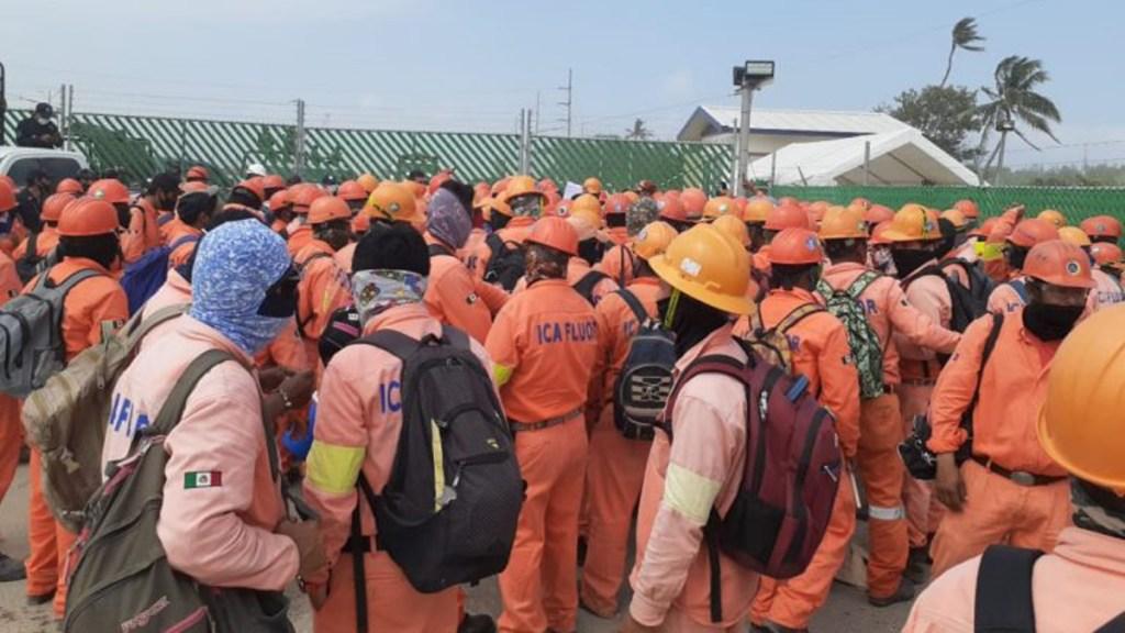 Impiden acceso a refinería de Dos Bocas a obreros en paro de labores - Obreros de refinería de Dos Bocas que se fueron a paro de labores. Foto de Tabasco Hoy