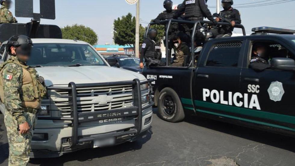 Aseguran en Iztapalapa 120 toneladas de autopartes; hay cinco detenidos - Operativo conjunto entre SSC-CDMX, FGJ-CDMX y Semar. Foto de @OHarfuch