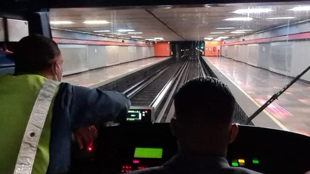 Restablecer servicio del Metro tras incendio costó 300 mdp - Restablecimiento del servicio en Línea 1 del Metro tras incendio. Foto de @MetroCDMX