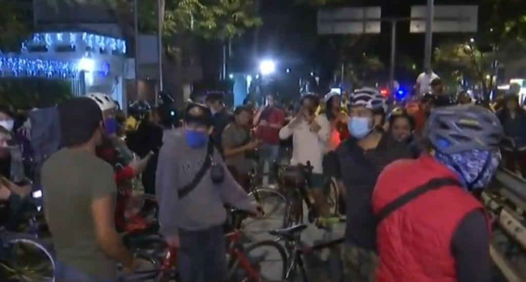 Se enfrentan ciclistas y policías en acceso al Segundo Piso del Periférico; investigan a oficiales involucrados - Captura de pantalla