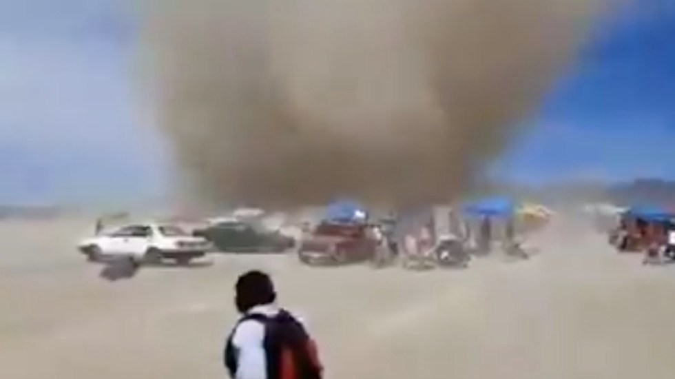 #Video Tolvanera arrasa tianguis en Actopan, Hidalgo - Captura de pantalla