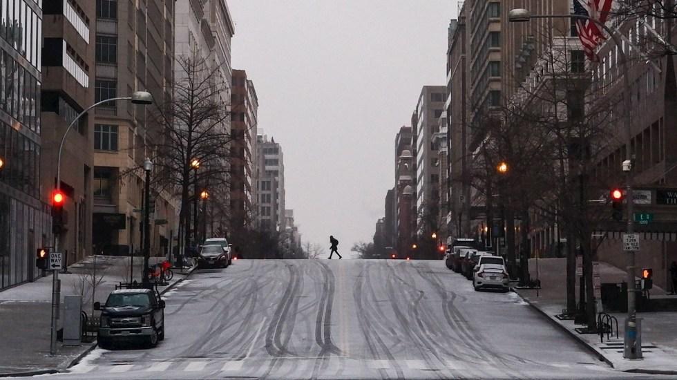 Van 47 muertos por tormenta invernal en Estados Unidos - Washington D.C. Foto de EFE/EPA/GAMAL DIAB.