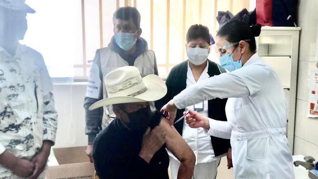 IMSS inicia vacunación de adultos mayores en municipios con alto índice de vulnerabilidad - Foto de IMSS