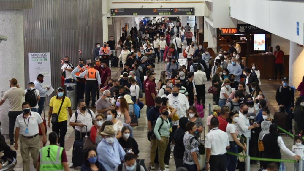 Viajeros saturan el AICM al iniciar Semana Santa pese a COVID-19 - Aeropuerto Ciudad de México COVID-19 AICM Semana Santa