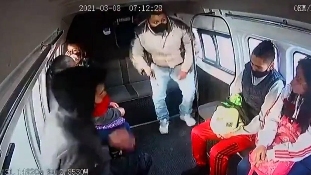 "#Video ""Dale un balazo"", sujetos asaltan a pasajeros de transporte público en Ecatepec - Asalto Combi Ecatepec"