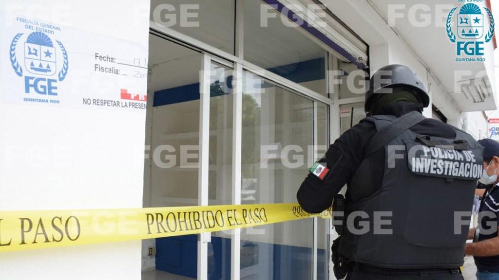 #Video Aseguran en Cancún dos laboratorios que presuntamente vendían pruebas negativas de COVID-19 - Cateo en establecimiento de pruebas COVID-19 en Quintana Roo. Foto de @FGEQuintanaRoo