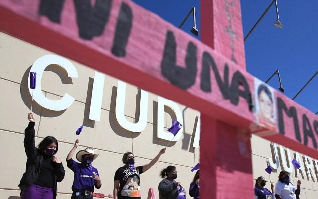 Feminicidios en México; el análisis de TResearch - Madres de víctimas de feminicidios, protestan hoy domingo, frente a la Fiscalía General de Ciudad Juárez. Foto de EFE/ Luis Torres