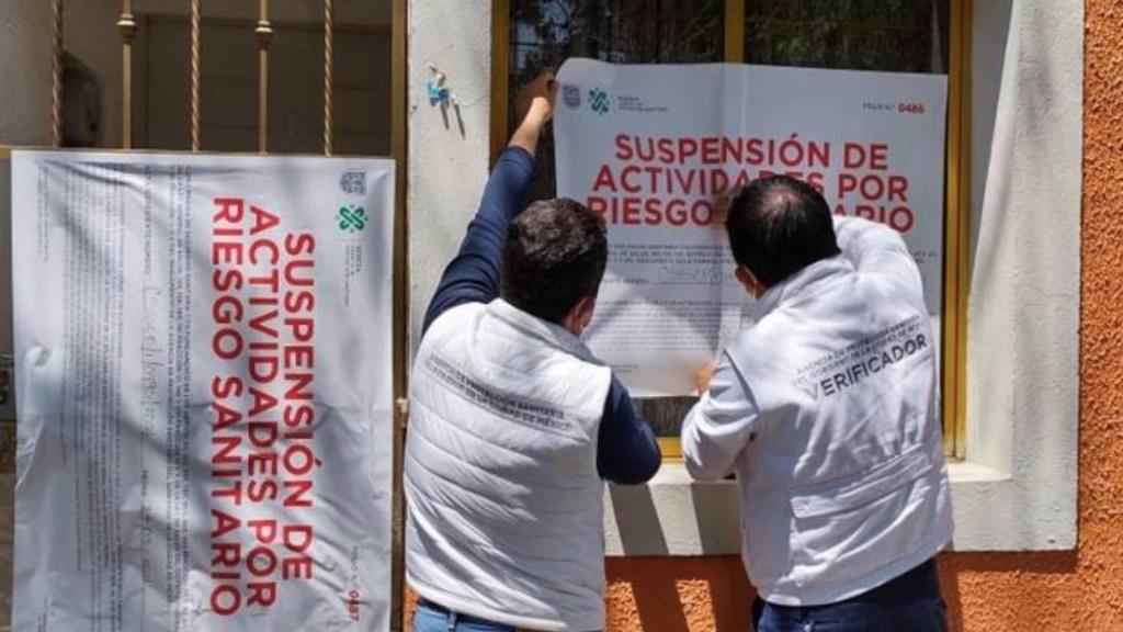 Clausuran clínica homeopática que vendía vacunas falsas contra el COVID-19 - El Gobierno de la Ciudad de México clausuró una clínica homeopática por vender vacunas contra el COVID-19 falsas. Foto de Sedesa
