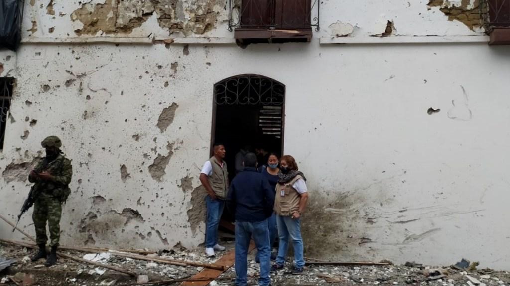 Misión de la ONU condena ataque con coche bomba en Colombia - Fotografía cedida por la Alcaldía de Corinto que muestra los destrozos causados por la explosión de un vehículo bomba frente a la Alcaldía del municipio, hoy en Corinto (Colombia). Foto de EFE/Alcaldía de Corinto