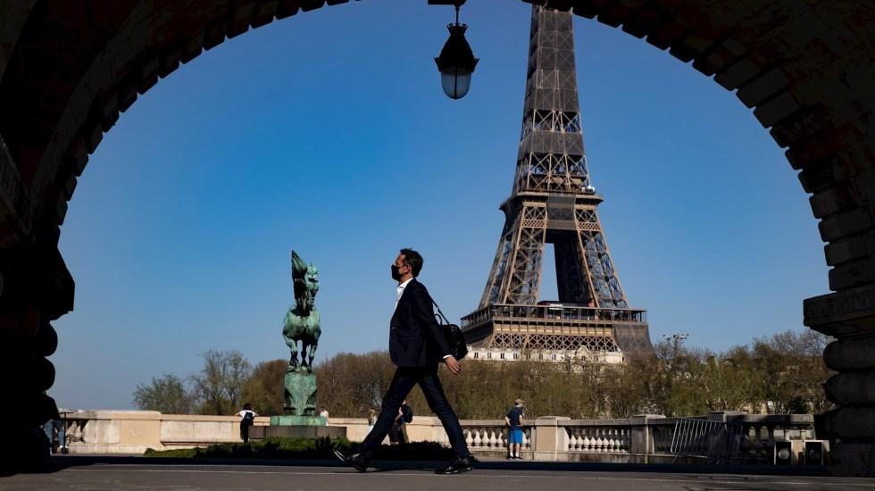 Macron ordena cerrar las escuelas tres semanas en Francia por el avance de la pandemia - Foto de EFE/EPA/IAN LANGSDON.