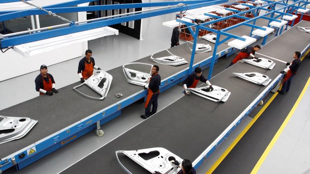 Exportaciones a EE.UU. empujarán la economía mexicana este 2021 - Industria automotriz en México. Foto de EFE