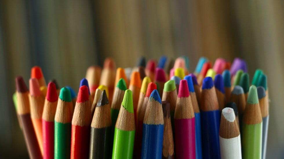 Más de 36 millones de alumnos inician este lunes vacaciones de Semana Santa - Lápices de colores usados por alumnos en clase. Foto de Pierre Bamin / Unsplash