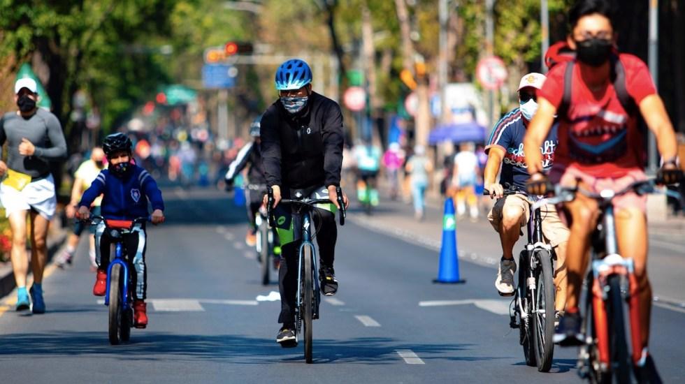 México cae del lugar 23 al 46 en ranking de países más felices del mundo - Participantes en el Paseo Ciclista Muévete en Bici. Foto de EFE