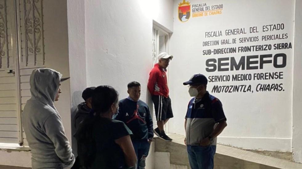 México apoyará a familia de guatemalteco asesinado por militar - Funcionarios del Consulado de Guatemala acudieron al Semefo de Motozintla, Chiapas para obtener información sobre la muerte de Elvin Mazariegos Pérez. Foto de Twitter Minex Guatemala