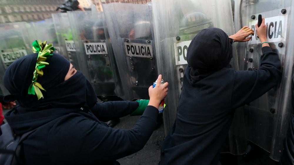 No habrá represión en marcha del 8M, pero sí acciones de contención, asegura Sheinbaum - Foto de EFE