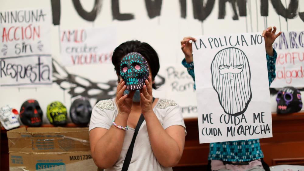 Unión y lucha en el medio año de ocupación del edificio de la CNDH en CDMX - Foto de EFE