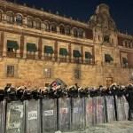 Marcha por el #8M culmina en la Ciudad de México con derrumbe de parte del muro en Palacio Nacional; hay 19 lesionados
