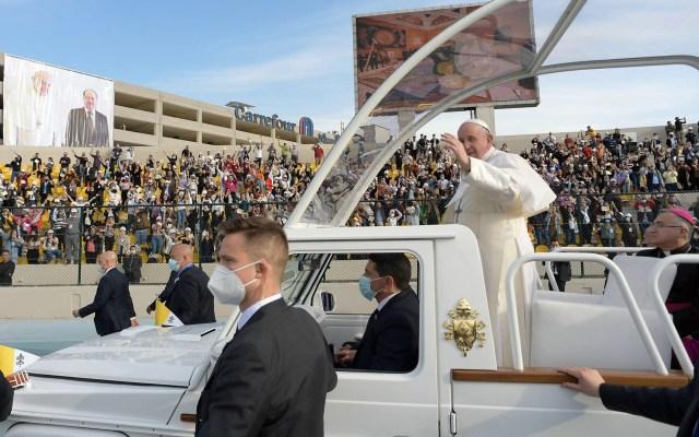 Papa Francisco afirma que viajó a Irak tras pensarlo mucho y conociendo los riesgos - Papa Francisco durante su viaje a Irak. Foto de EFE