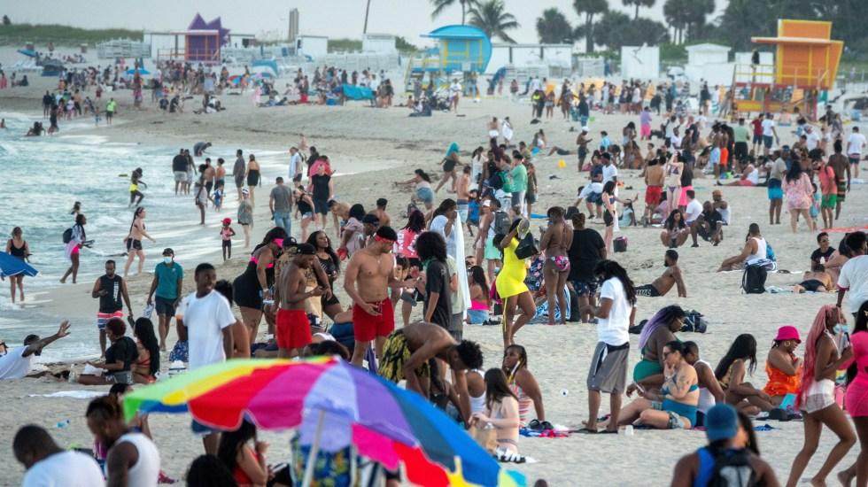Estados Unidos se arriesga a una nueva 'ola evitable' de contagios, según CDC - Playas de Miami, Florida, durante temporada de Spring Break. Foto de EFE