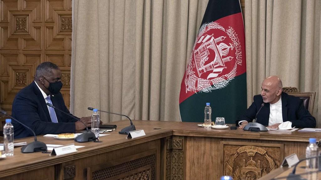 El secretario de Defensa de EE.UU. realiza visita sorpresa a Afganistán - Secretario de Defensa de EE.UU., Lloyd Austin, en reunión con presidente de Afganistán. Foto de @SecDef