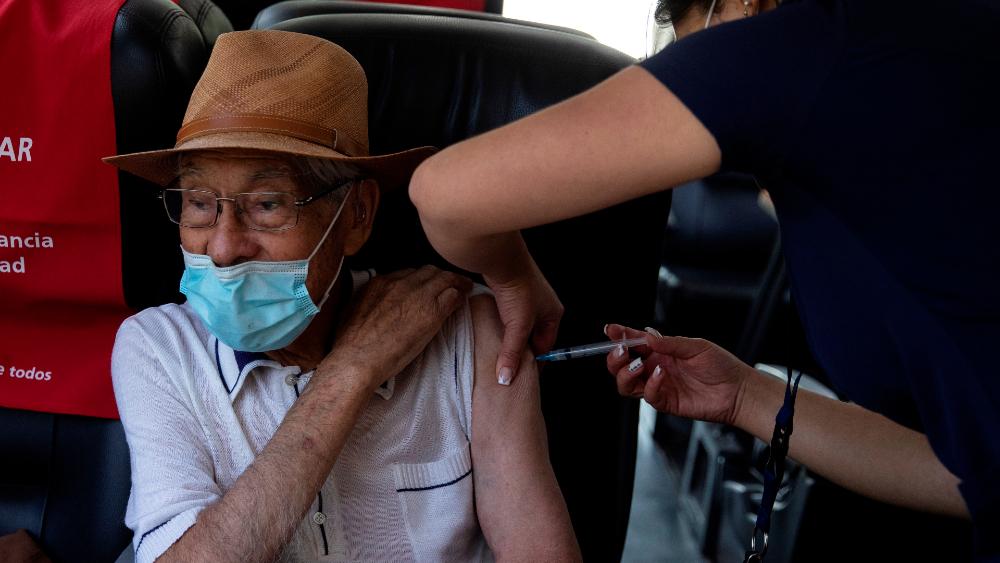 OPS pide dar prioridad a los más vulnerables en vacunación contra el COVID-19 - Foto de EFE