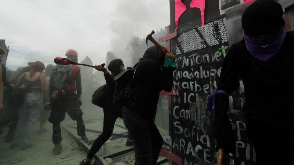 No se cayó en la trampa de la violencia y la provocación: AMO tras manifestaciones por el 8M - Foto de EFE