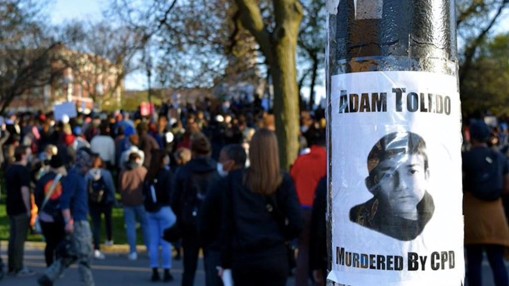 Protestan en Chicago por asesinato del menor de 13 años Adam Toledo - Protestas por la muerte de Adam Toledo a manos de un policía en Chicago. Foto de EFE