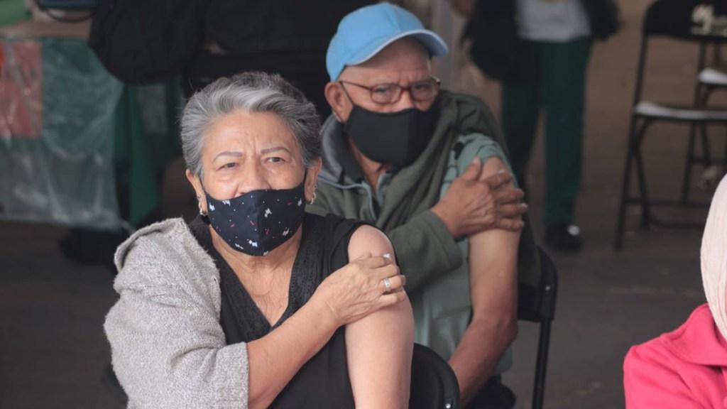 Caso de error en aplicación de vacuna en el IPN podría derivar en una sanción incluso penal: López-Gatell - Adultos mayores vacunados contra COVID-19 en la GAM. Foto de @SSaludCdMx