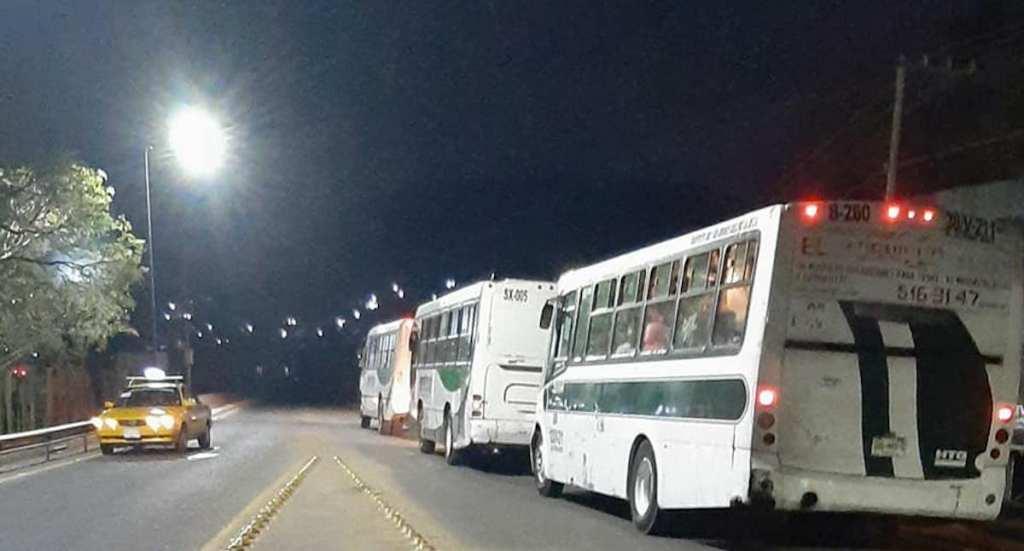 Gobierno de Oaxaca y normalistas alcanzan acuerdo - El aeropuerto de Oaxaca. Foto de @agenciajm