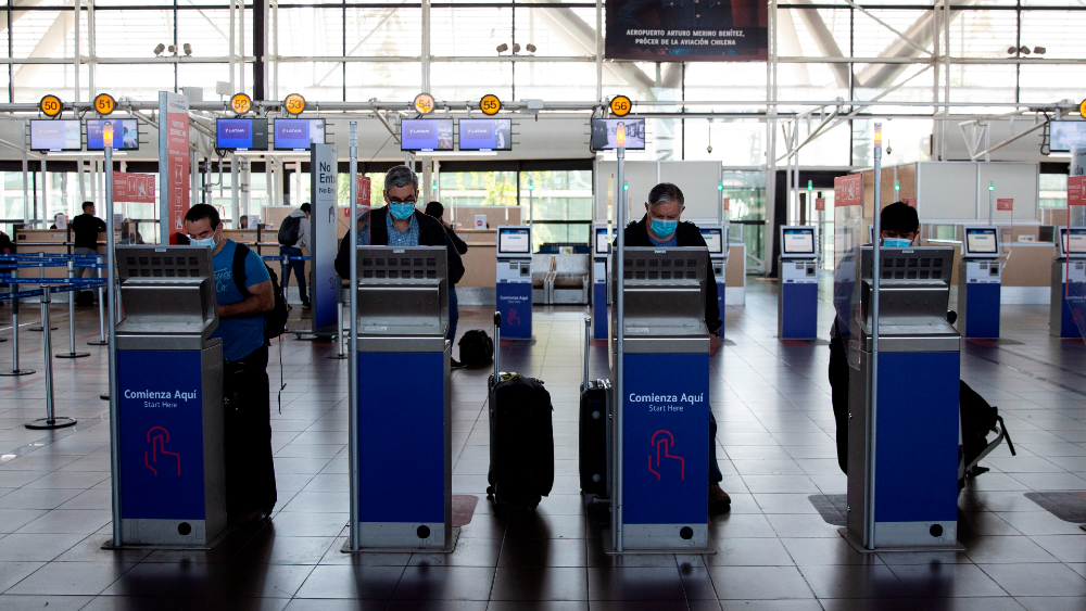 aeropuerto Santiago Chile pasaportes check in