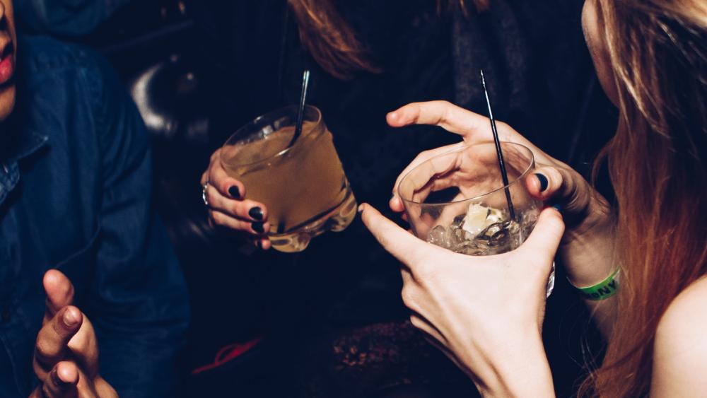 Consumo de alcohol adulterado causa 47 muertes en República Dominicana - alcohol bebidas alcoholicas