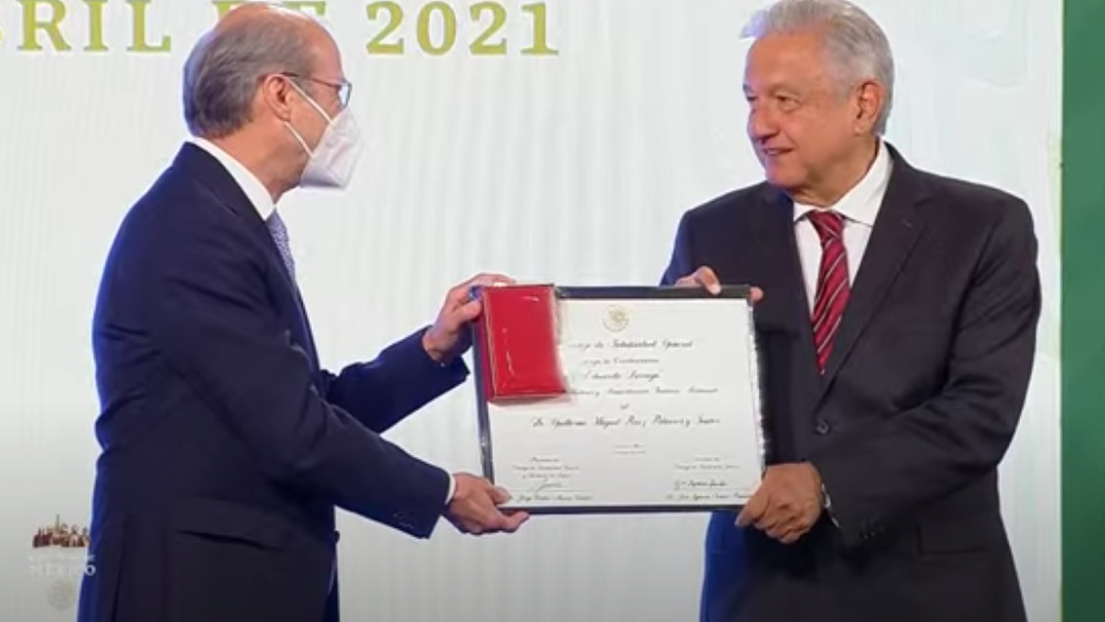 Entregan Premios al Mérito a médicos y enfermeras - AMLO medicos premios